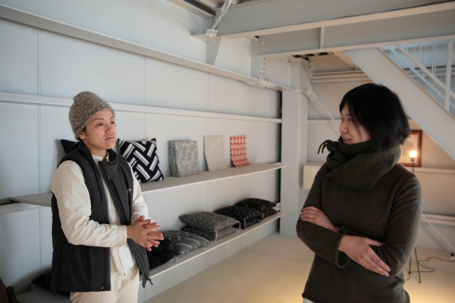 星野さん(左)と五十嵐さん。どんなに小さなことでも互いの表情を見て、確認し合う姿が印象的だった