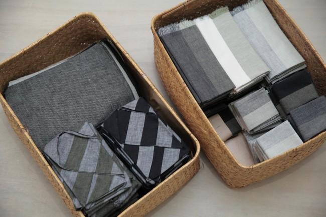 亀田縞の縞見本帖(上)とハンカチなどの商品。商品のアイデアを練る時は、縞見本帖を見ながらイメージを膨らませる