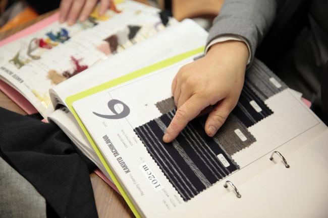 立川織物の縞見本帖。エフスタイルの事務所にもたくさんコピーがあった