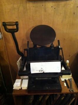 印刷機(作業場写真と隣り合わせ)