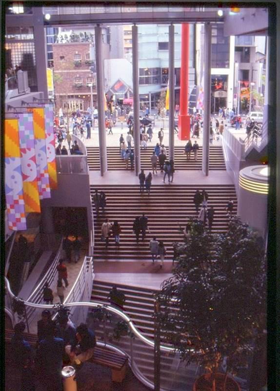 大阪市アメリカ村のビッグステップ。井口さんが計画・設計を行った。
