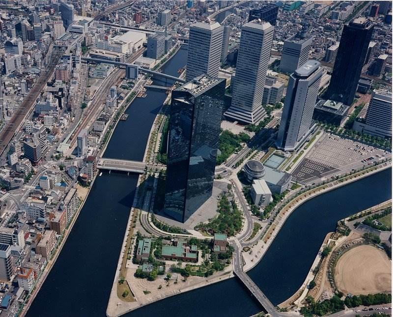 井口さんが関わった都市、大阪ビジネスパーク(OBP)。並び立つ超高層ビルの周囲にはオープンスペースが広がる。