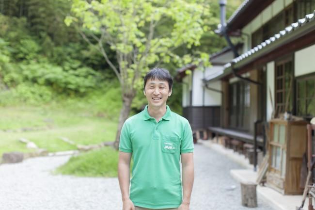 阿部裕志さん。由緒ある村上家の家屋を管理しながら、事務所としている
