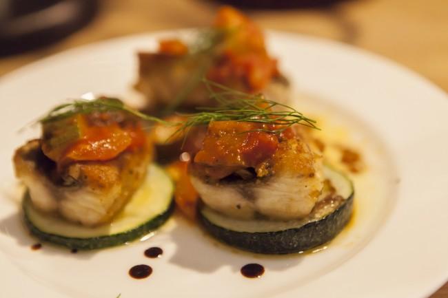 中村さんの料理には、海士町の魚介類の美味しさと都会のセンスが合わさった味と魅力がある