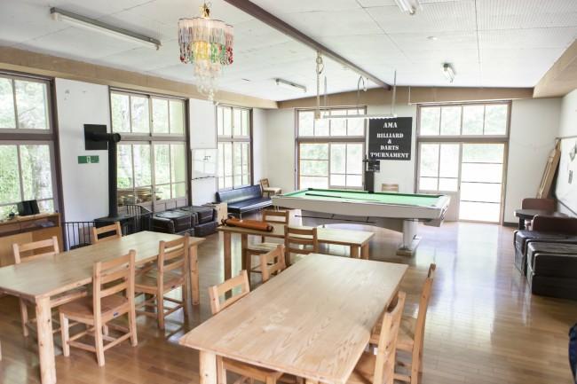 「あまマーレ」。キーワードは「趣味」で、「あそぶ、つくる、くつろぐ」ことを交流や学びにつなげ、海士町で暮らす楽しみを広げるためのコミュニティ施設だ。さまざまなイベントが企画されたり、古道具の売買ができるお店も