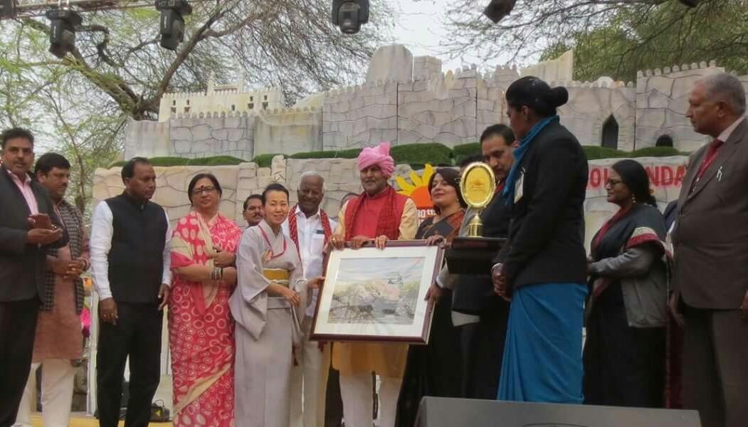 招聘を受け参加したインドの祭典にて、最高賞を受賞した。