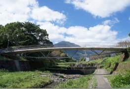 イナコスの橋と鶴見岳。