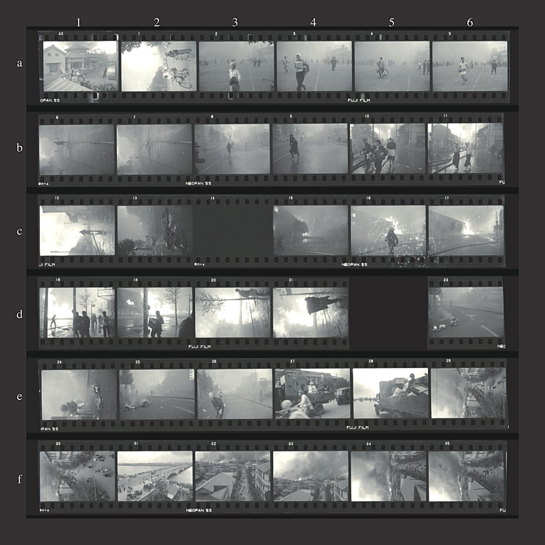 「小林新一展」より、1955年の新潟大火を取材した時のフィルムロール。発表用にプリントされたのは1カットだけだが、コマの行間にさまざまな情報が読み取れる。