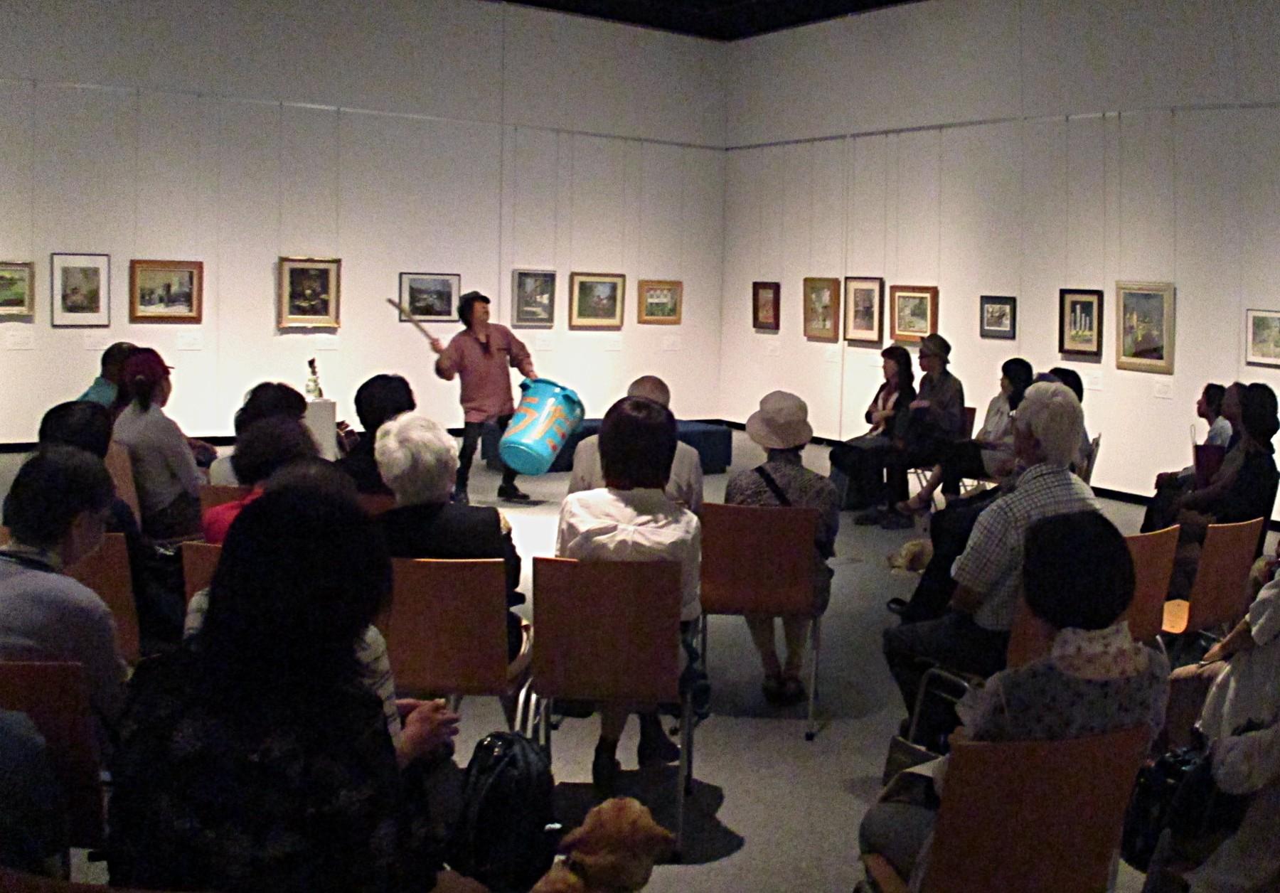 2016年に実施した昭和後期の新潟の風景画を扱った展覧会では、展示会場で音と詩のライブイベントを開催。