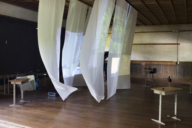 「木造校舎現代美術館 ~Wood School Museum of Art~」での西岡さんの作品。期間中に各作家が廃校になった校舎で制作し、その過程を一般公開した。(「奈良カエデの郷ひらら」宇陀市菟田野、2016年5月14、15日)写真:西岡潔