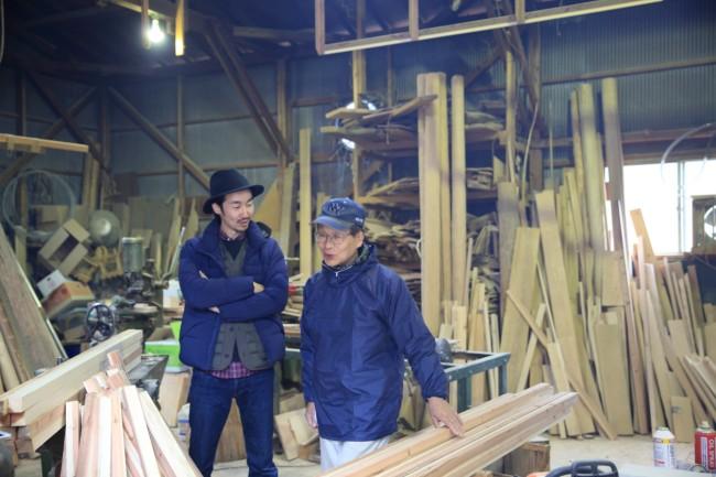 笑いの絶えない「いろり会」/ 地元の工房をを借りて、プロダクトをつくる。菅野大門さんのレーベル「エーヨン」の「tsumi-ishi」 / 東吉野村の方々は、移住者にとても協力的