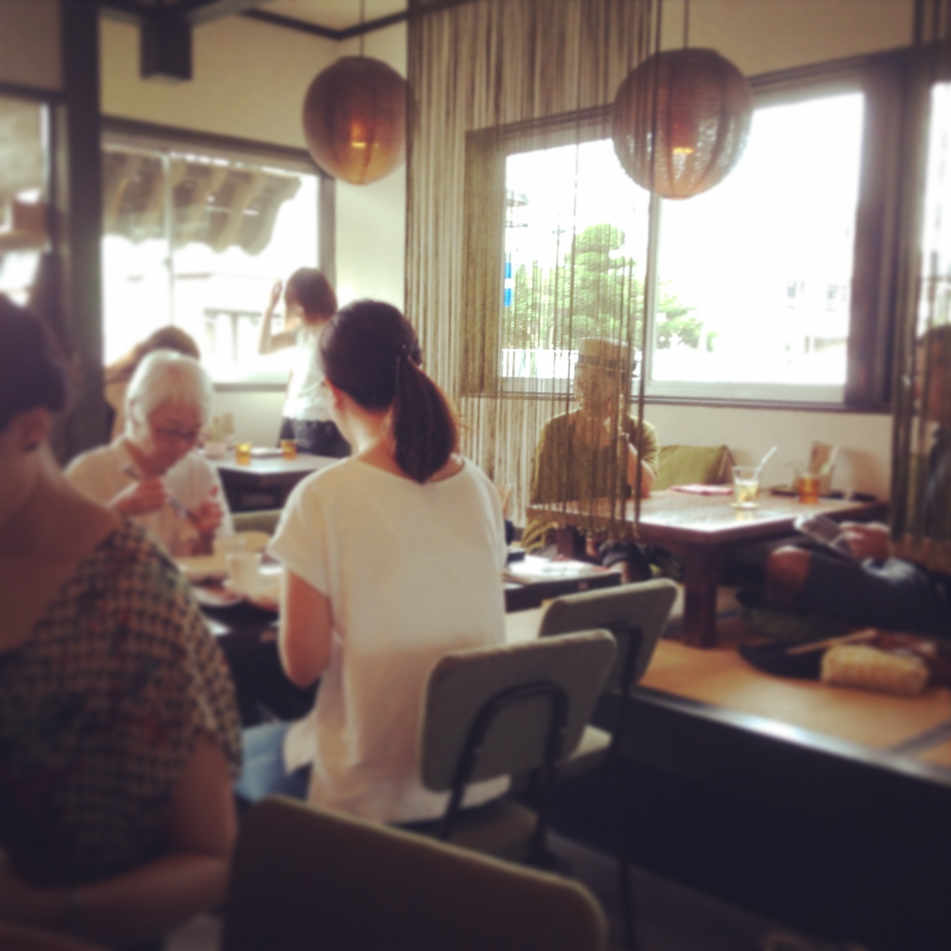 シンパカフェには性別も年齢もさまざまな人たちが集う。