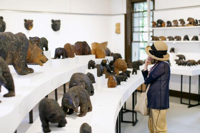 資料館では「北海道の三至宝」の1つとして、木彫り熊の展示が充実していた。お土産物として有名な木彫り熊の歴史は意外と浅く、大正時代にスイスの民芸品を元に、農民の冬の副業して始まったそうだ