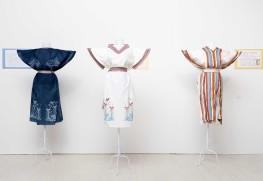 又吉さんが京都造形芸術大学大学院で制作した衣装《紗と縞の窓から見る南島の風景》。写真左と中央の作品は染色によって模様を描いた。右の作品は多種類の繊組の糸を用いて、紗織と独自の緯絣の技法を用いて織り上げた。また緯錦技法で花々をイメージしたミンサー帯をあわせて制作。