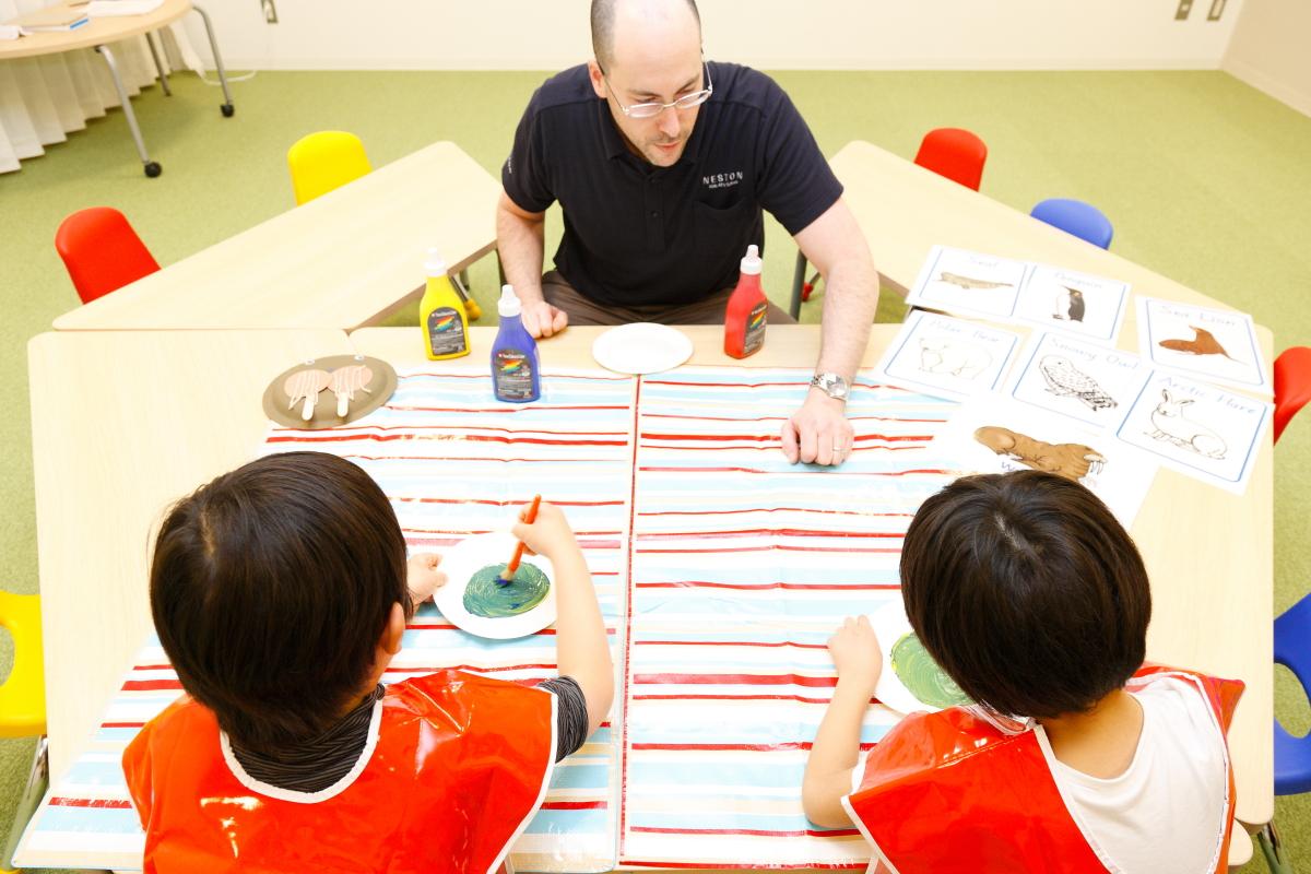 NESTON Kids After Schoolの多様なカリキュラムで学ぶ子どもたち。