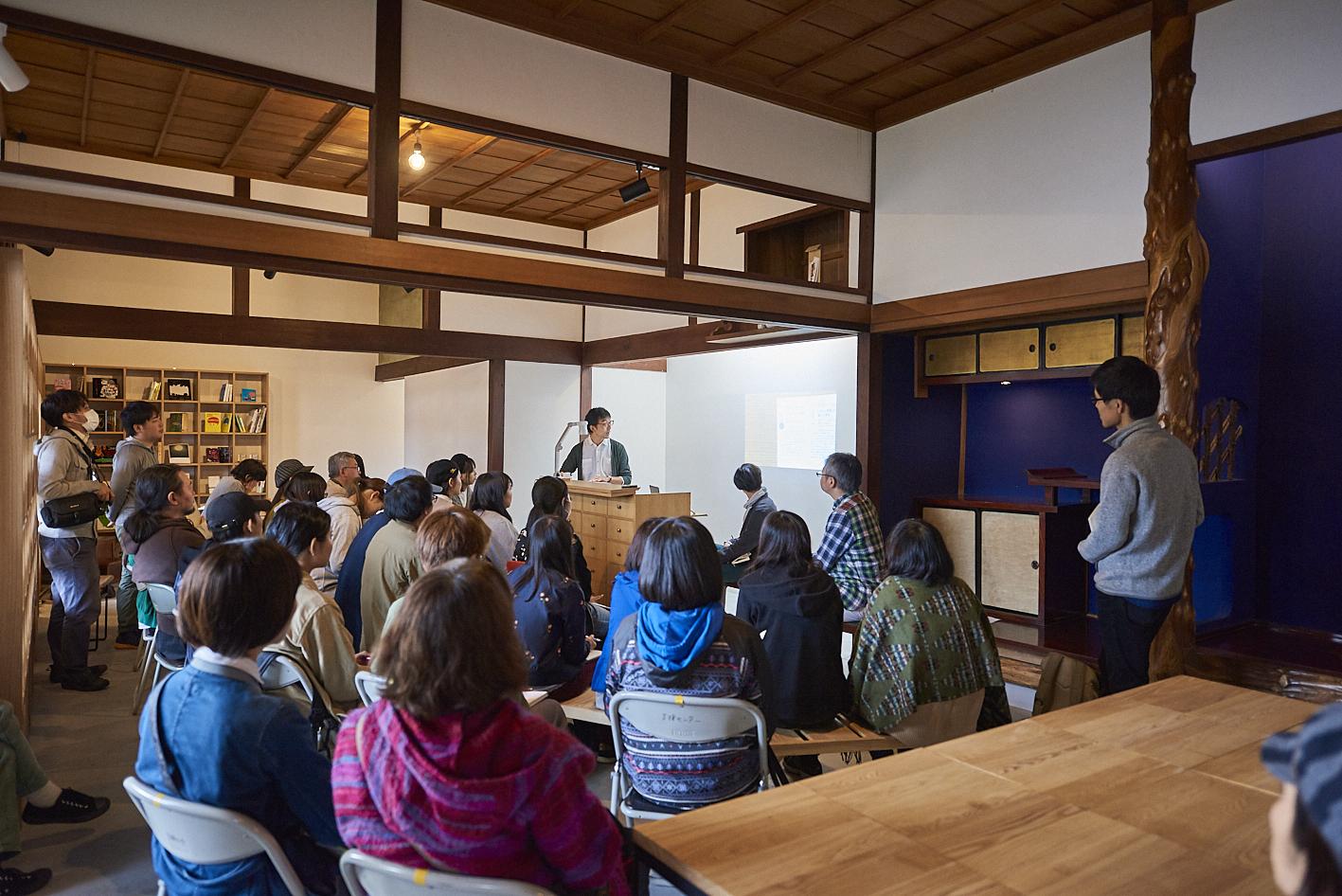 アート作品の展示はもちろん、イベント、レクチャーなどを開催し、多くのひとにとって開かれた場として運営されている
