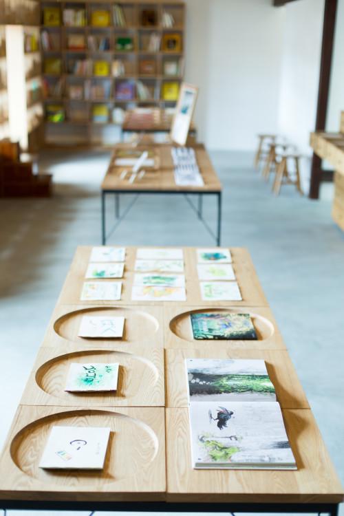 絵本作家と子どもたちが一緒に絵本をつくる、アートキャンプの様子