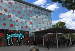 大型連休でにぎわう松本市美術館