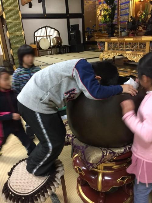 寺に来た子どもたち1