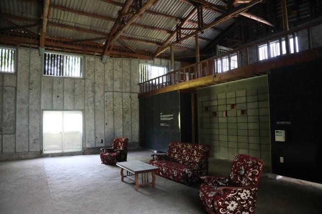 「アートベース百島」にて柳氏の作品《ワンダリング・ミッキー》をはじめとする常設展や企画展が見られる。また、島内の元・映画館跡を利用した「日章館」では柳氏の作品《ヒノマル・イルミネーション》も体験できる