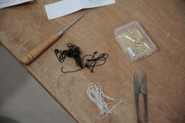 商品タグに付けるピンや糸も、ひとつひとつ自分たちで吟味し、選んできた
