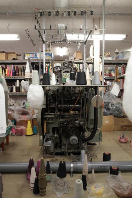 10年以上使っている靴下の編み機。データはカセットテープでセットする
