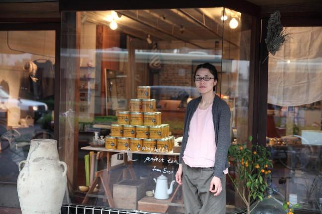 kitの店主、椹木知佳子さん。話題の作家を招いてのワークショップや展示販売会なども精力的に企画する