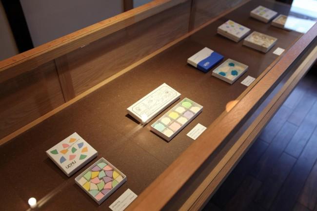 落雁は季節限定のものを含めて6種類。左から二つ目が京都の景色を落雁に描いた「京都ものがたり」