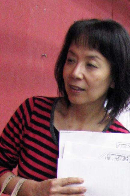 染色作家で京都造形芸術大学・美術工芸学科の八幡はるみさん