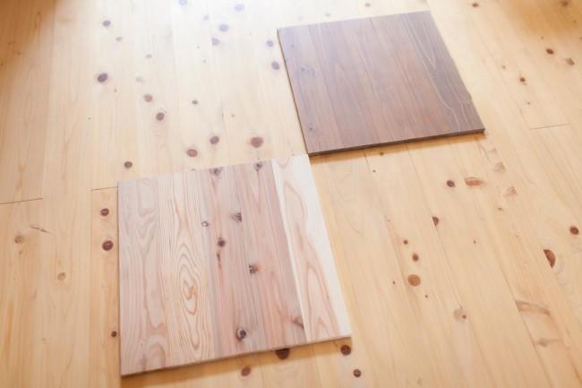 ニシアワー製造所が開発した間伐材の床材「ユカハリ・タイル」。10cm幅の板を5枚貼り合わせてあるので、裏の遮音シートをカッターで切るだけで簡単にサイズ調整できる。材質はスギとヒノキの2種。色味もいくつか揃うので、部屋の雰囲気に合うものを選ぶことができる