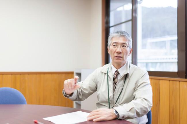 村役場の元・総務企画課長(現・保健福祉課課長)の関正治さん