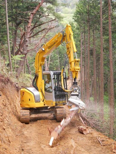 森林の間伐作業風景(写真提供:美作東備森林組合西粟倉英北支所)