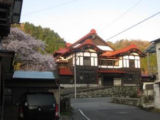 桜と共楽館