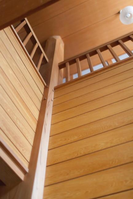 延東さん宅の大黒柱にも、甚太郎さんが残してくれたという立派なケヤキが使われていた