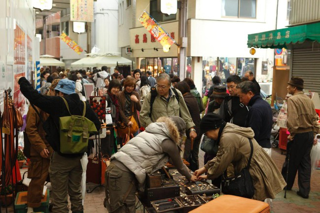 活気を失っていた佐竹商店街の賑わい(第2回モノマチ、写真提供:鈴木淳)