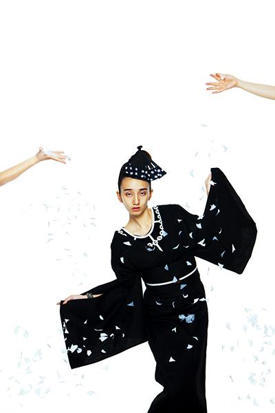 (上から)「着物サローネ2013」日本橋でランウェイを開催 / ファンションディレクター・山口壮大によるフォトセッション / 東京・文化学園の文化祭でのインスタレーション。「アンリアレイジ」と共同制作したYUKATA