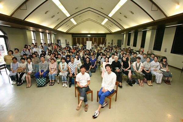 (上)「ファッションのあたらしい未来をみんなでつくる、学ぶ、考える場」衣料再生プロジェクト「Re:」(下)「ミナ ペルホネン」の皆川明さん、ファッション研究の蘆田裕史さんを招いてのセミナー