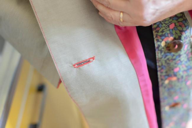 リバティの布を使ったパッチワークのコート。ステッチを赤にしたり、ボタンも赤い糸でつけたりと、行司さんの好みも反映してある。やわらかな色柄が愛らしく、これを着ているとよく声をかけられる