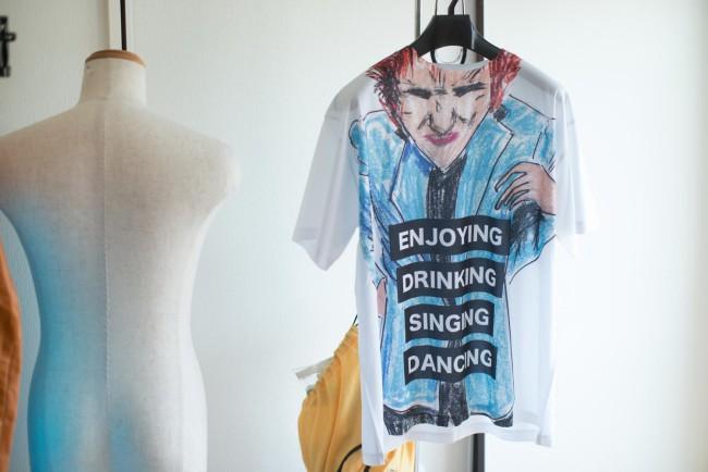 ユーモラスで奇抜な発想。たとえ模写でも個性があふれ出る。下のTシャツはパンクバンド、セックス・ピストルズのジョニー・ロットンの模写