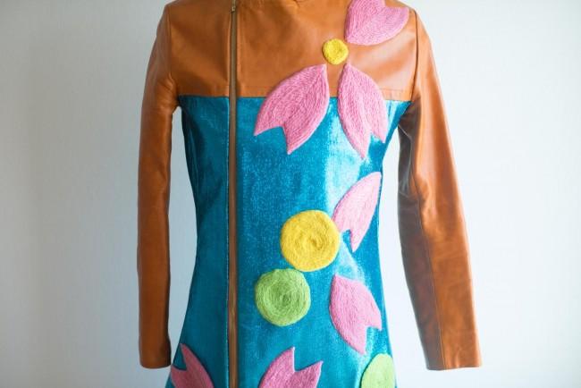 千明さんの原画と実際につくられた服。絵をそのまま生かすのはTシャツくらいだが、魅力を最大限に引き出す工夫がなされている