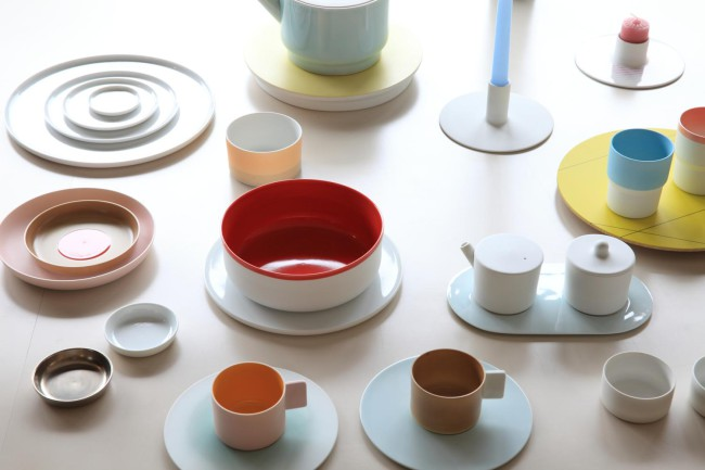 (上から)百田さんと柳原さん / 「1616 / arita japan」のTY「スタンダード」シリーズ。柳原さんがデザインを担当。多様な食生活に対応 / 同じくSB「カラーポーセリン」シリーズはオランダ人デザイナー、ショルテン&バーイングスによる。日本の伝統色を再解釈した