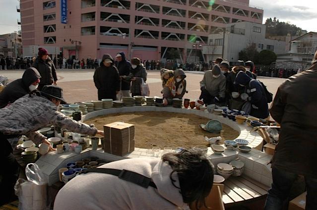 2011年12月、石巻市役所前で500名以上の方々に配った
