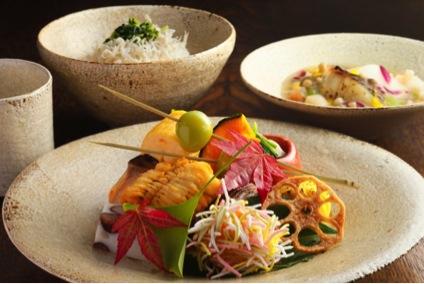 京都高島屋で行われた「一汁一菜の器」展(2015年)。祇園さゝ木による「究極の一汁一菜」の食事会なども開催された 撮影:中尾克己