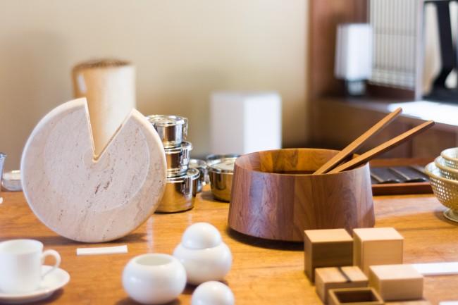 城谷さんの事務所とショップ兼カフェ、ギャラリーの「刈水庵」。ショップ内には城谷さんが世界各地で見つけたプロダクトや、自身がプロデュースした商品が心地よく並ぶ