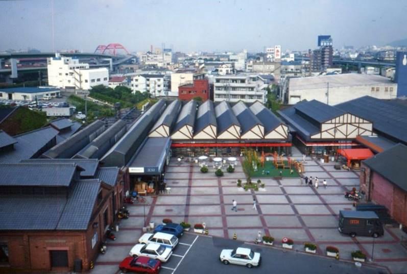 レンガ倉庫だった神戸市灘区のショッピングモール。井口さんがコンバージョンを手掛けた。