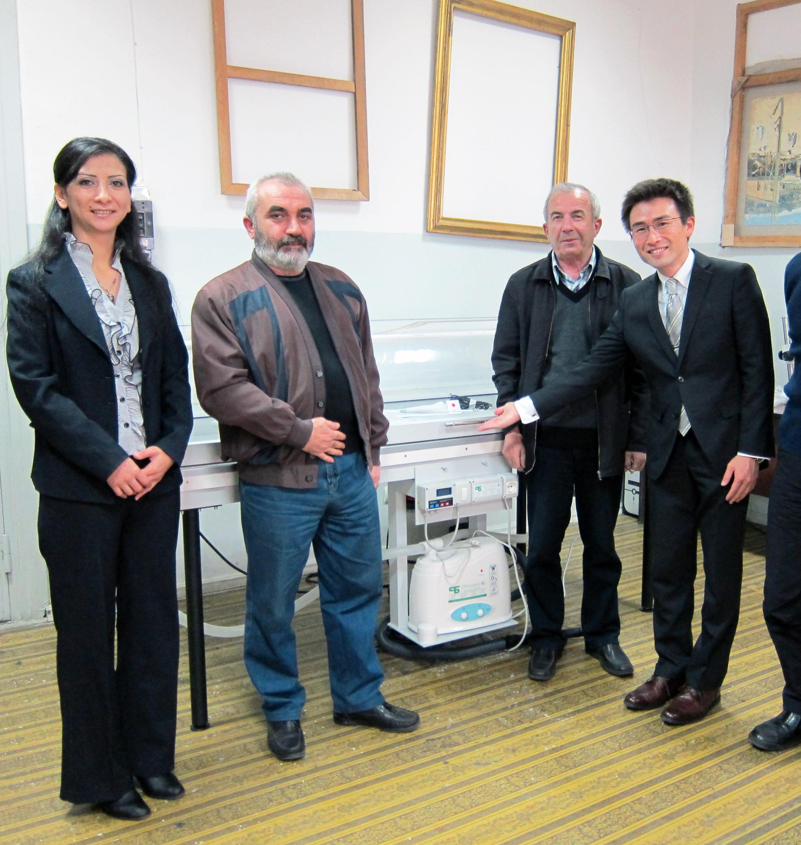 アルメニア国立美術館の修復室のようす。すでに納入した機材が活躍している。