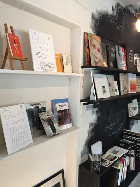 宮城県の41カ所で開催した「私的研究本」(写真:book cafe 火星の庭)