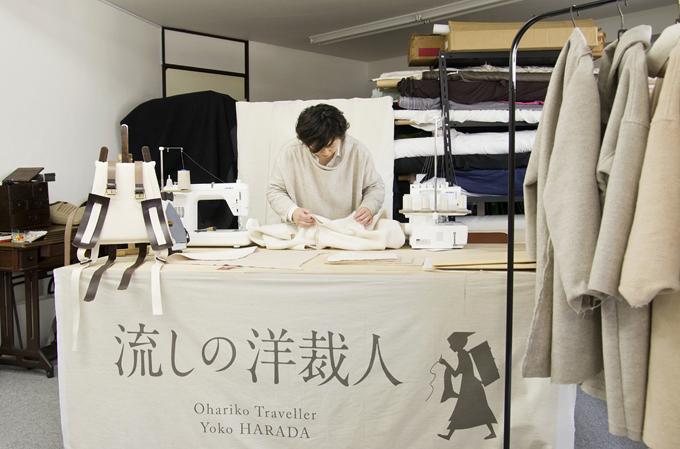 店舗を持たず、移動した先で服を仕立てる流しの洋裁人。 Photo:Rachi Shinya