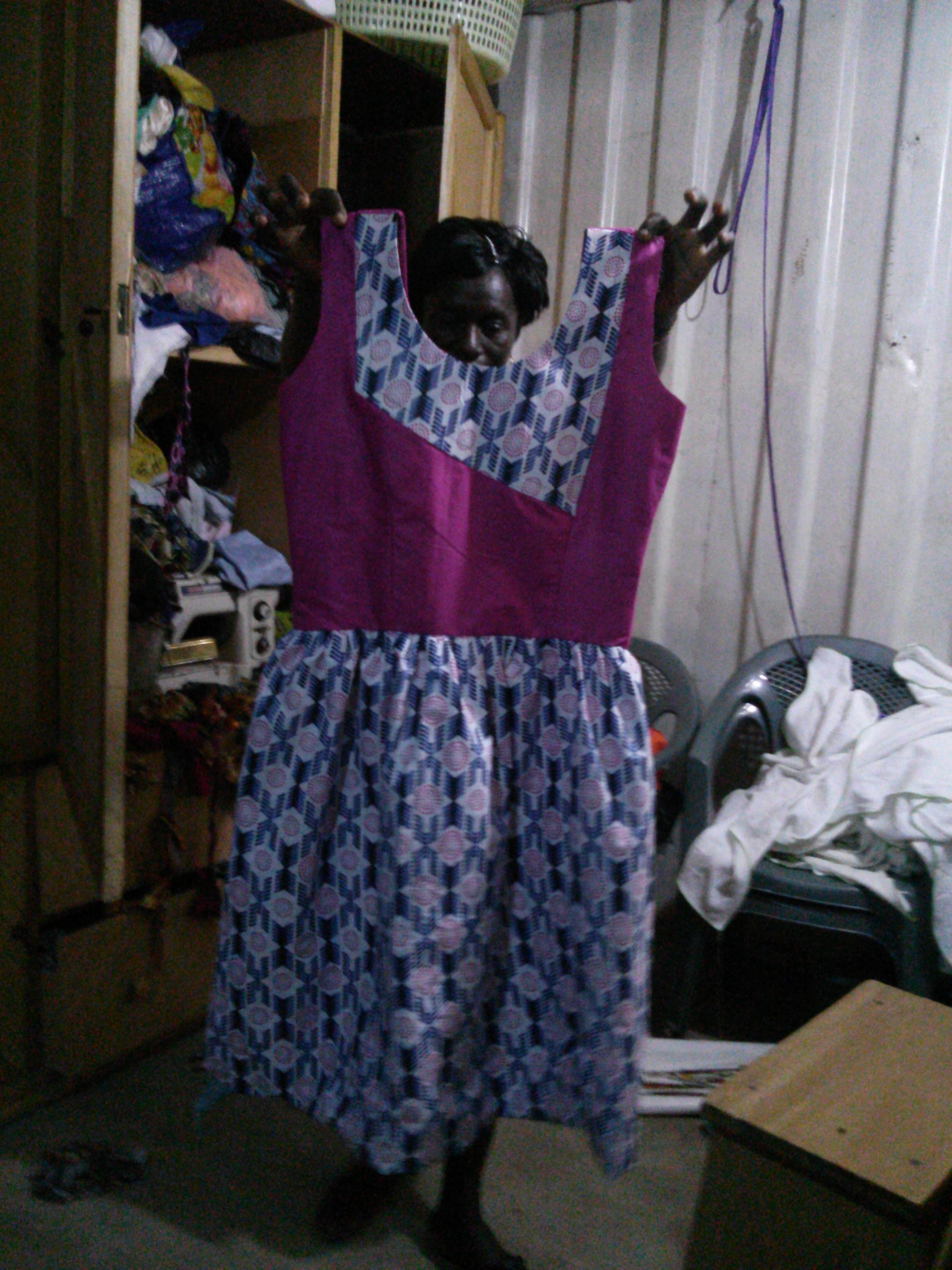 原田さんの目の前で仕立てられた服。