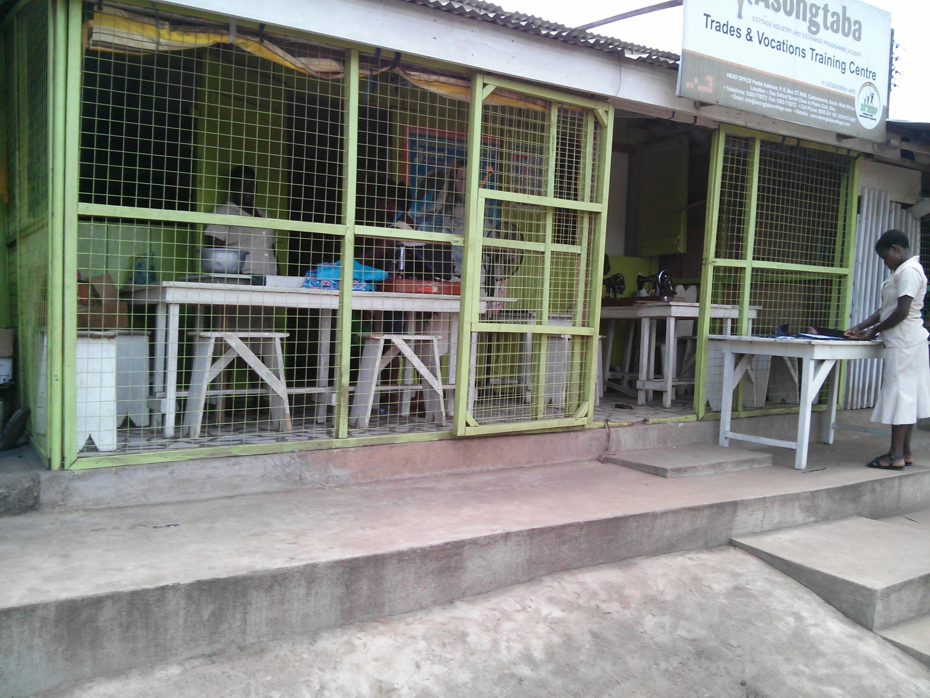 ガーナで見つけた仕立て屋。